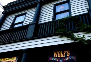 Wolfs-shop windows